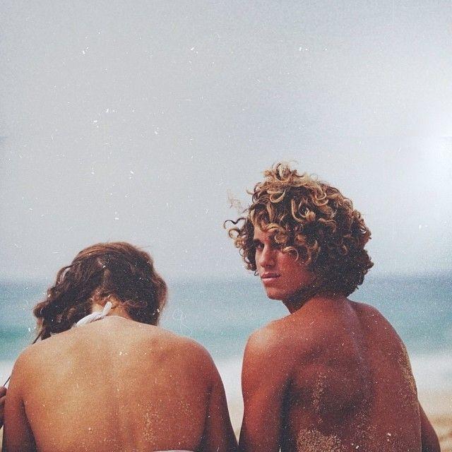 Resultado de imagen de boy curly hair surf  tumblr