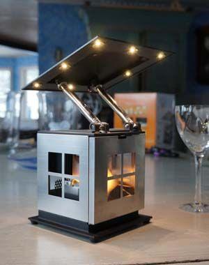 JOI Lampa skapar LED-belysning av ett värmeljus.  Pris 1.560 kr #JOI #JOIlampa  #lykta #båt #stugan #vildmark #ljus #fjäll #belysning #lampa #unik #presenter #outdoor #Indoor #joilampa #joilykta