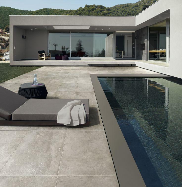 Envie d'habiller la plage de votre piscine ? Voici un carrelage adapté qui donnera un éclat particulier à votre bassin.