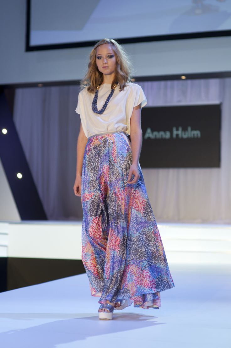 Anna Hulm Easy floaty wearable silk pieces - ethically made in Australia - pic by Ruby Reginato - where to buy http://www.steelemystyle.com/2014/08/29/store-picks-mbff-emerging-designers/