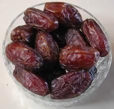 Eating dates to ease labor, oxytocyn and postpartum hemorrhage ...