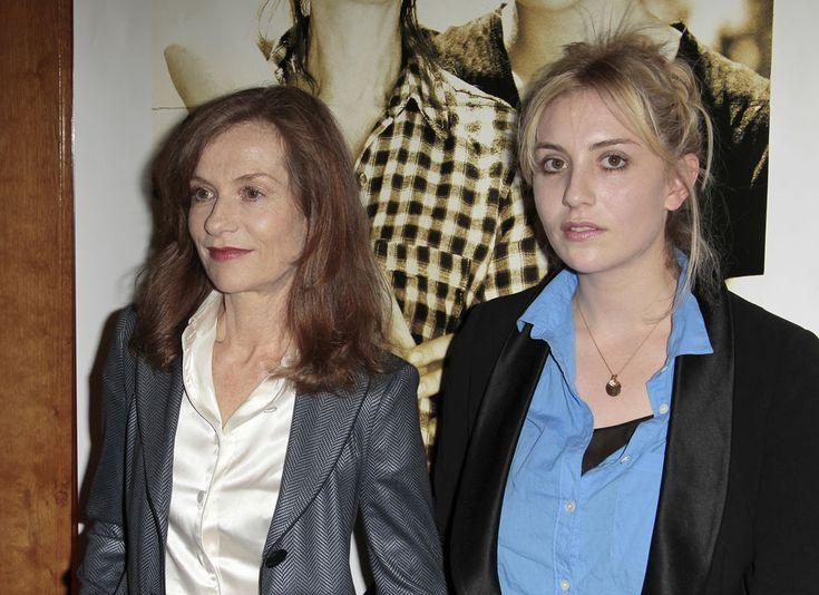 """Isabelle Huppert et sa fille Lolita Chammah à la première de """"Copacabana"""" le 28 juin 2010"""