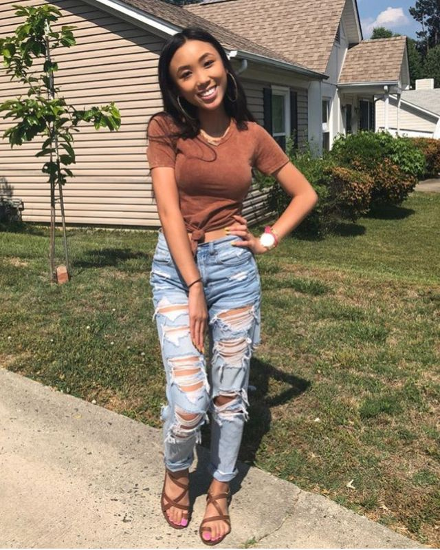 (notitle) – Ripped Jeans , & How to style them Fashionably