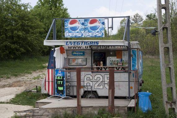 Most is üzemel az Üvegtigris büfé - Így kell odautazni a hot-dogért