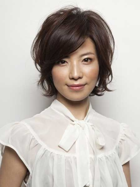 Messy Yet Charming Bob Cut