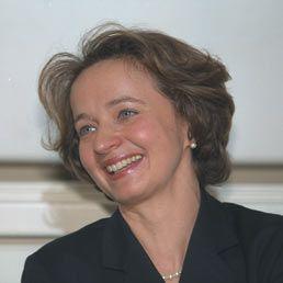"""Marina Cavazzana Calvo. Pioniera """"audace"""" e """"appassionata"""" delle terapie geniche, ha ricevuto a Parigi il premio Irène-Joliot-Curie di """"scienziata dell'anno"""" (2012). Pediatra che in Francia ha sviluppato bioterapie """"innovatrici"""" per trattare le malattie genetiche del bambino e dell'adulto. Il premio, scrive Le Monde nel farne il ritratto, fa di lei «un emblema dell'ascesa ardua – ma ardita – delle donne alle più alte vette della ricerca e della medicina»."""