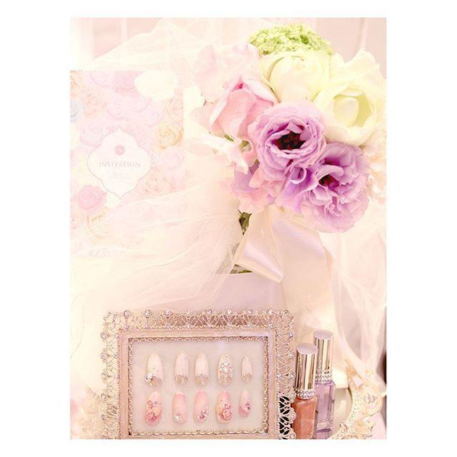 . . お姫様みたいなキラキラのコーディネート♡ ピンクの淡い色合いがとってもキュート! チュールのふわふわやネイルのおしゃれさが テーブルの雰囲気をさらに華やかにしてくれます♪ . #flowerwalkpopo #富山県 #花嫁準備 #プレ花嫁 #結婚式準備 #結婚式 #ウェディング #テーマウェディング #オリジナルウェディング #キャナルサイドララシャンス #ララシャンス#花屋 #花 #ゲスト装花 #ゲストテーブル装花 #かわいい #ピンク #ラブリー #テーブルコーディネート #ブライダル #wedding #weddingflowers #bride #bridal #bridalflowers #instflower #flowerstagram #flowerpic#lovely