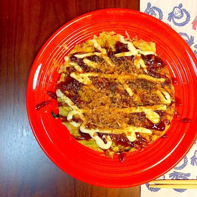山芋をすりおろし、たまご、出汁、おから、キャベツ、紅生姜、ネギ、にんじん(余ってたから)、イカ姿フライを入れて焼いただけ。簡単で美味しい。 - 86件のもぐもぐ - ついに作ったよ。まいりさんのマネっこ、イカの姿フライ入りヘルシー炭水化物抜きお好み焼き by yuko710
