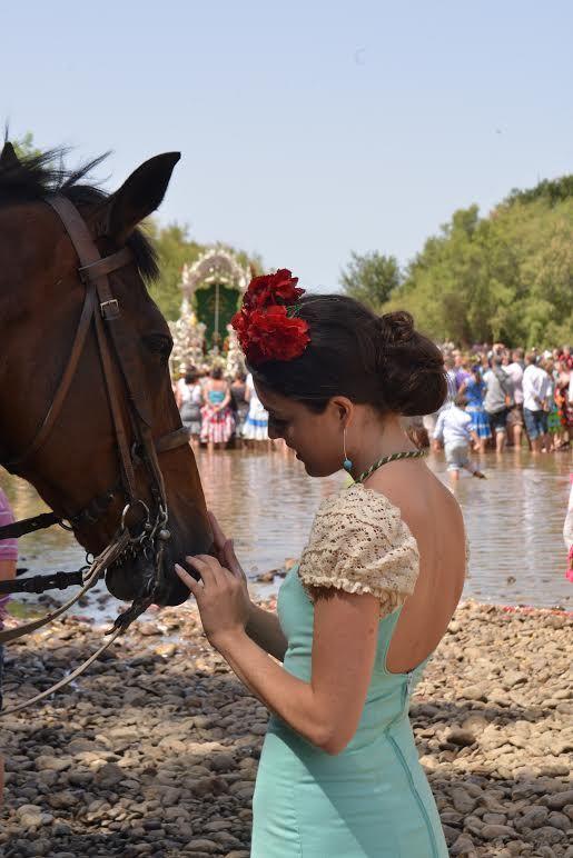 El Rocío 2015 · Moda Flamenca por Claudia Alfaro vía Entre Cirios y Volantes.