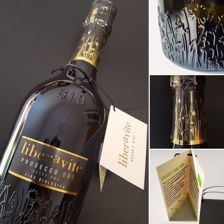 """Prosecco DOC """"Liberavite"""" BIO - Caledonia #prosecco #winebottle #winelabel #bottigliapersonalizzata #bio #organicwine #vinobio #francesconcollodi #etichettedivino #graphicdesigner #calzedonia #extradry #label #rilievo #gold #francescon #collodi #instagram"""