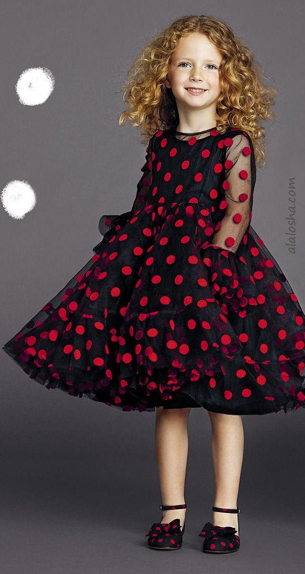 ALALOSHA: VOGUE ENFANTS: enfeitando as páginas de ALALOSHA, pequenos modelos de Dolce & Gabbana manter ensolarado em luxe SS15 olhar incluindo o ponto vestidos pretos com padrões de cravo