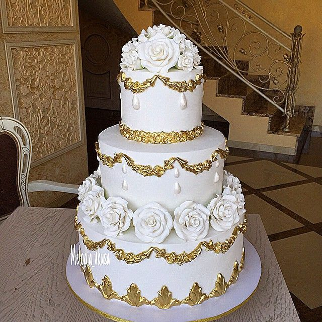 Pinterest Wedding Cakes: Traditional White And Gold Wedding Cake