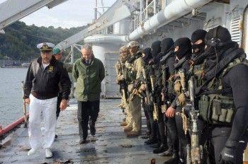 Il ministro Mauro visita COMSUBIN e fa l'ostaggio nella demo antiterrorismo | BLU&news