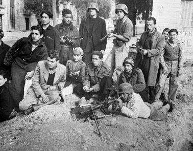 Ελληνικός Εμφύλιος Πόλεμος 1943-1949: Ο «εμφύλιος» των ιστορικών για τον Εμφύλιο. Μέλη του ΕΛΑΣ Καισαριανής.