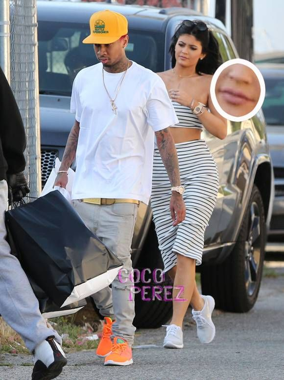 Kylie Jenner Ditches Her Long Blue Hair With Tyga In Hollywood Celebrity News Pinterest