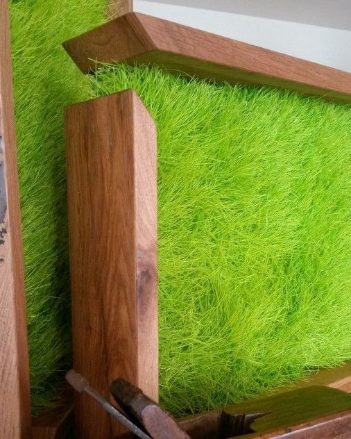 Your quiet green corner with Real Meadow Gerberas flowers framed with ancient #recycled Oak #wood. It's Elle2: http://bit.ly/elle2-frame #home #design #green #greendesign #flowerdesign #interiordesign #casa #decoration #decorazione #hotel #interiors #eco #oak #frame #greenwalls #grass #prato #verde