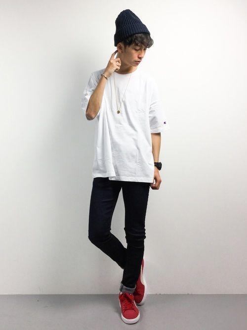 カジュアルコーデ。  流行りのオーバーサイズのTシャツにデニムを合わせたど定番コーデ◎  そこに小物