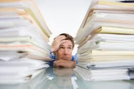 muchos tienen reportes que entregar para fin de mes, y digamos que tienen 30 días para entregarlo. Si esa persona no hace un plan para hacer esa tarea le consumirá un mes entero cuando podría consumirle solo 10 horas de trabajo enfocado.