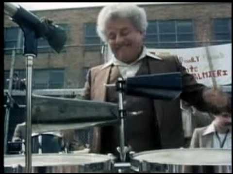 ▶ Tito Puente y Charlie Palmieri - Jam En El Barrio (South Bronx!! These guys are something else!)