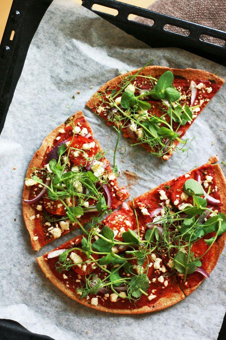 Gluteeniton ja herkullinen pizzapohja kvinoasta valmistuu herkullisesti ja nopeasti.