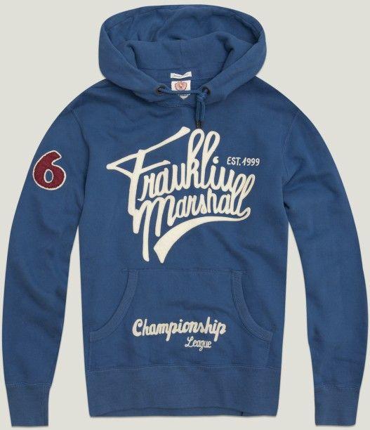 Franklin & Marshall. Que no te falte una sudadera de estas en tu armario. Para nosotros esta azul es ¡la más cañera!