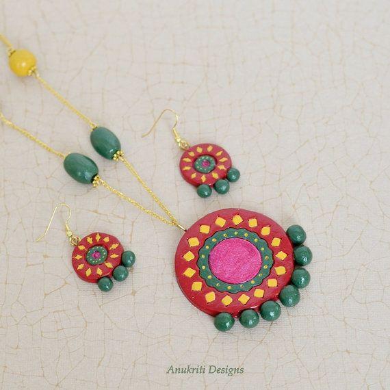 Rosso, rosa e insieme fimo verde, gioielli terracotta, gioielli in argilla polimerica, gioielli indiani, collana argilla del polimero, collana Boho, gioielli etnici