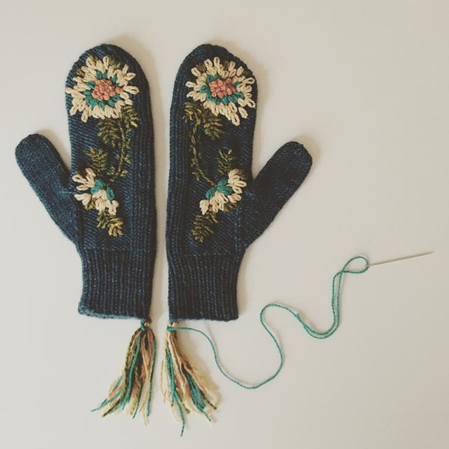 today I am home alone for the first time in nearly 3 months . I am using my time wisely finishing off these #woollytattoo @tincanknits maize mitts before delving back into the pages of my current read, The Forty Rules of Love by Elif Shafak... the laundry and inbox can wait another day :