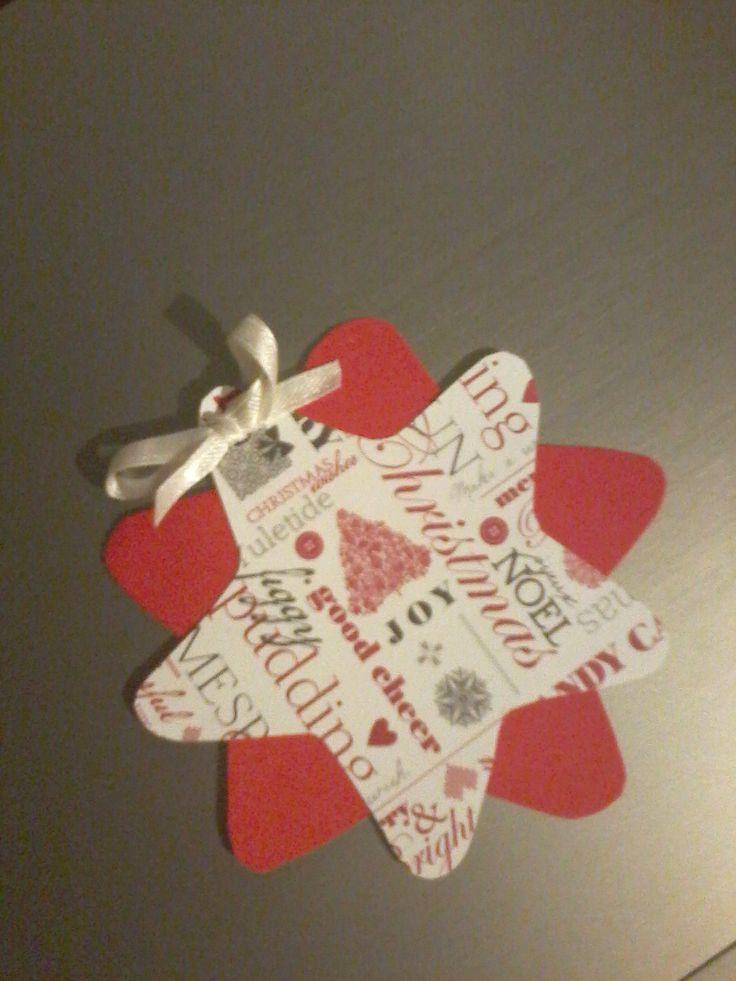 Kartonlapból készült karácsonyi üdvözlőkártya.