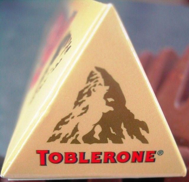 """J'ai osé, j'ai testé la mousse du livre de Pascale """"C'est moi qui l'ai fait.net""""...(...j'ai bien fait !) Ingrédients :    20 cl de crème liquide   200 g de Toblerone (paquet jaune) &"""