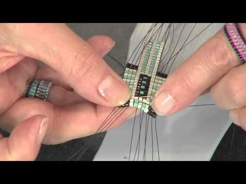 Différentes façons de terminer un tissage. 2103-1 Leslie Rogalski demonstrates: bead weaving on a loom | Beads . Baubles & Jewels