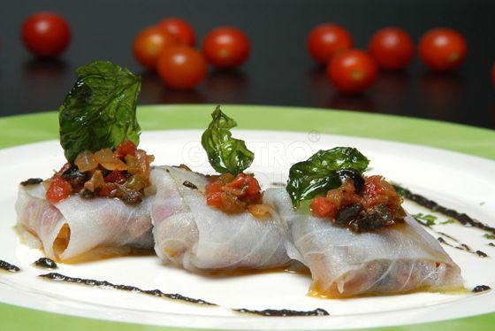 Bacalao marinado con anchoas, tomate y albahaca | I Love Tapas