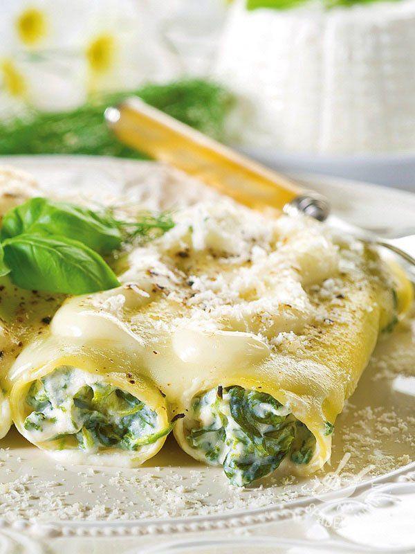 Chicken and spinach cannelloni - I Cannelloni al pollo con spinaci e besciamella sono un primo di pasta al forno consistente, che può fare da piatto unico, con un contorno leggero!