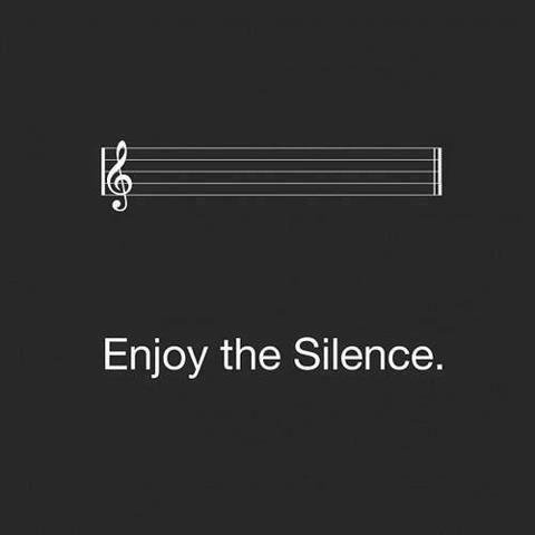 Forse solo il silenzio esiste davvero. (José Saramago)