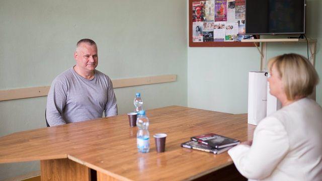 Zemanová navštívila Kajínka ve věznici. Mluvili o zvažované milosti od prezidenta, potvrdil Hrad - Aktuálně.cz