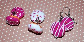 Doughnut earrings in fimo from Tinawestergaard.dk