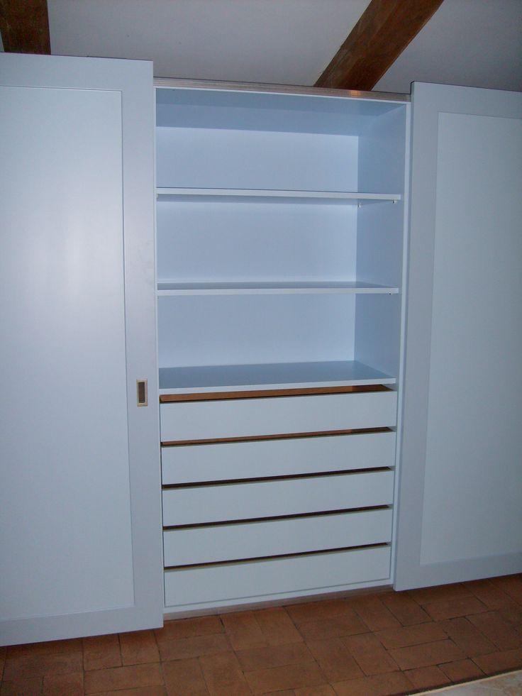 Particolare interno dell 39 armadio a 3 ante scorrevoli for Planimetrie dell armadio