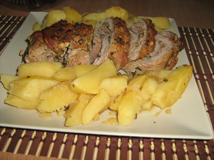 Friptura de vitel sub crusta cu cartofi la cuptor