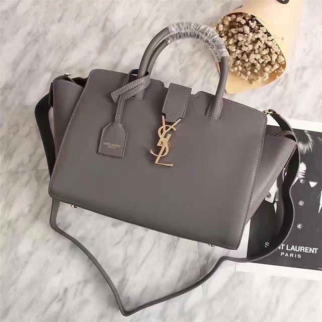 【bestandfashion】さんのInstagramをピンしています。 《LINE ID: aimee.319 DMよりラインの方が早いです。 2つ以上の購入は追加割引可能。 基本付き品:1。財布 : 専用箱、専用袋、Gカード、該当ブランドのショッパー 2。バッグ : 専用袋、Gカード、該当ブランドのショッパー #chanel#シャネル#パロディ#ルブタン#dior#ルイヴィトン#夏#雨#ラブ#グッチ#サンダル#靴#スニーカー#コピー品#バーキン#エルメス#サンローラン#セリーヌ#ラゲージ#クロムハーツ#バレンシアガ#東京#j12#大阪#カルティエ#ロレックス#時計#旅行#海#jll saint laurent》