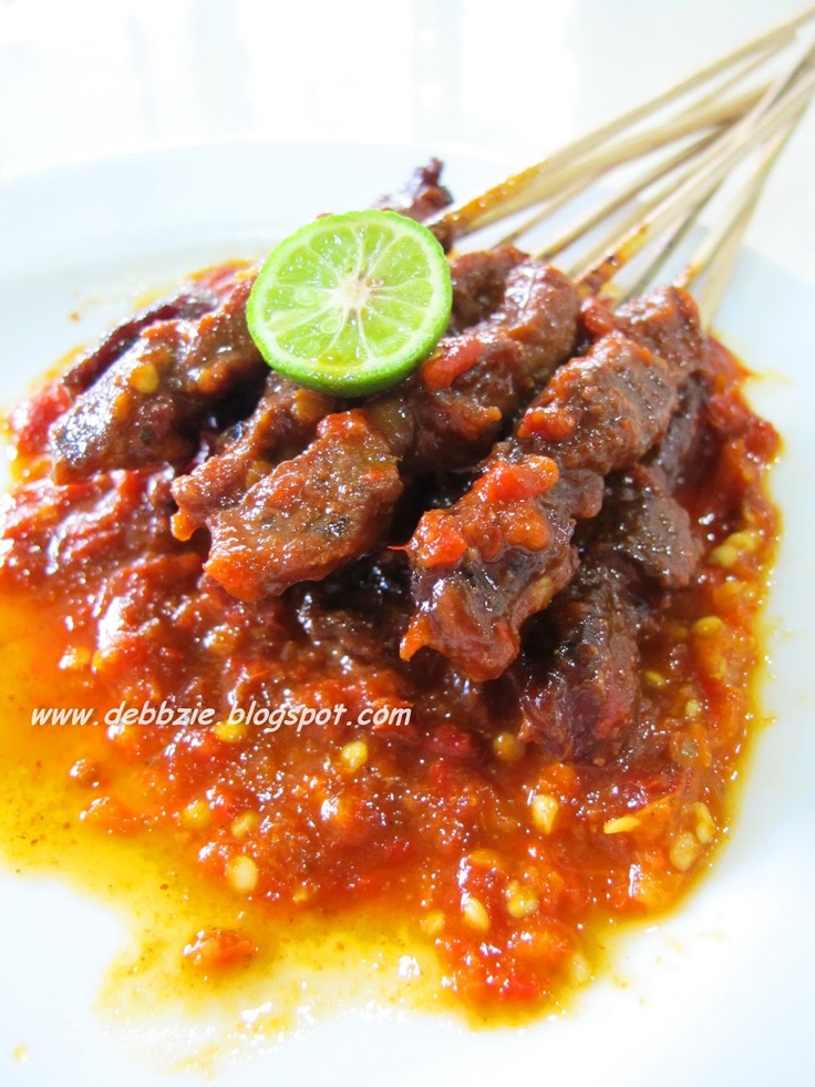 Sate Plecing (beef satay with plecing sauce)