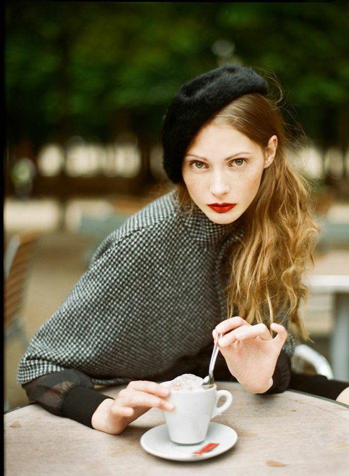 béret lacoste noir pas cher jolie fille avec levres rouges