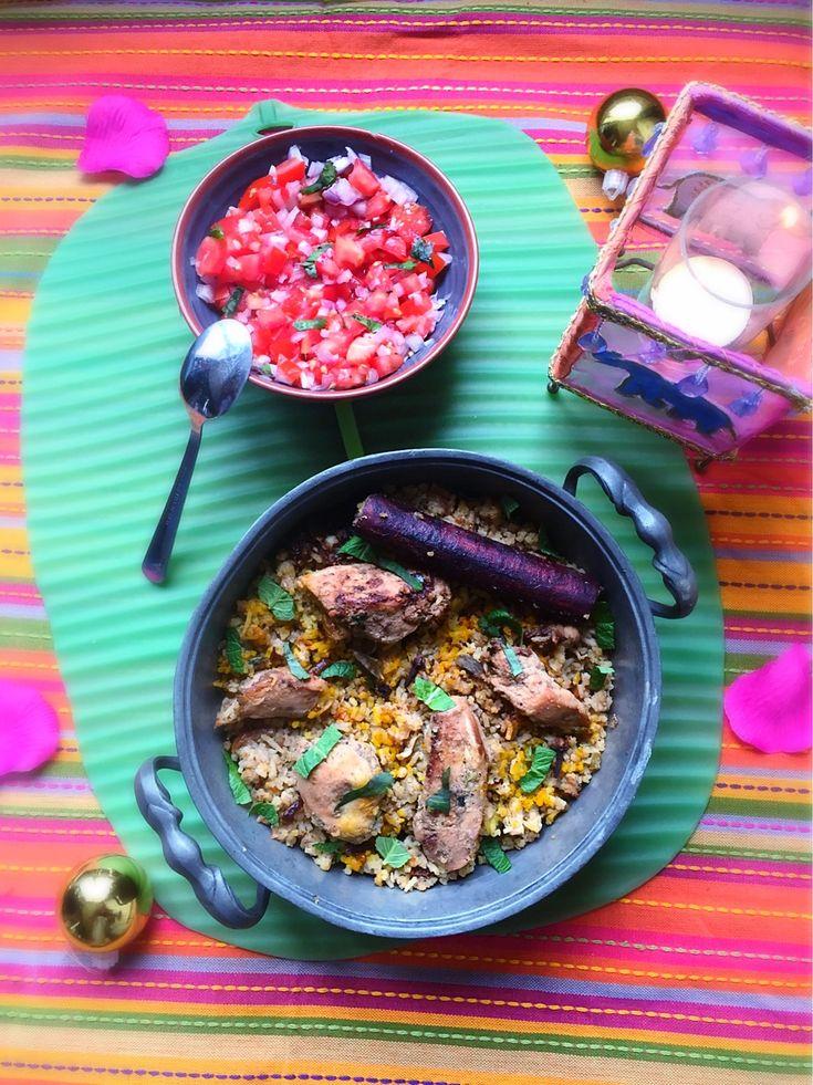 Briyani/Briani de poulet et chutney de tomates ou autrement appelé Satini pommes d'amour ! Une spécialité mauricienne d'origine indienne, un bon riz aux épices avec de la viande et des pommes de terre. Souvent accompagné de crudités telles qu'une bonne salade de concombre vinaigrée ou de carotte dans le même style.