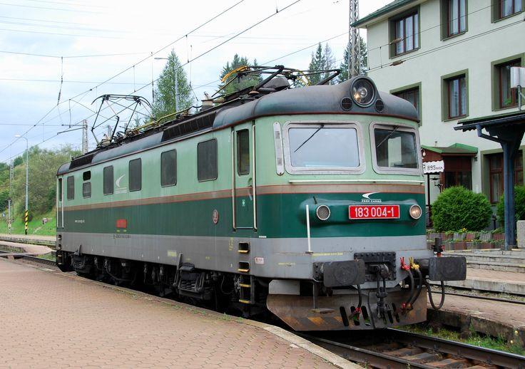 https://flic.kr/p/s9G9Us | Štrba 20.09.2014 | Železničná spoločnosť Cargo Slovakia, a.s. (ZSSK Cargo): the electric locomotive 183 004 (Škoda type 61E) has reached Štrba station pushing a freight train as bank locomotive.