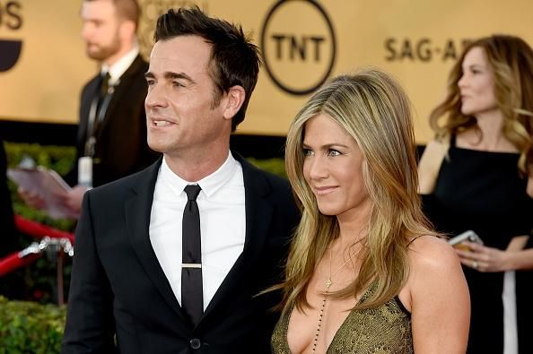 'Friends' Star Jennifer Aniston Is Pregnant With Twins; Justin Theroux Is Not The Father? - http://asianpin.com/friends-star-jennifer-aniston-is-pregnant-with-twins-justin-theroux-is-not-the-father/