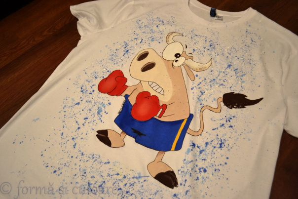 What? He is my dear friend that just started to practice boxing. Again. He is a child spirit in a grown up body.  And he just had his birthday. So what more appropriate present that a hand painted t shirt with a funny image of him?