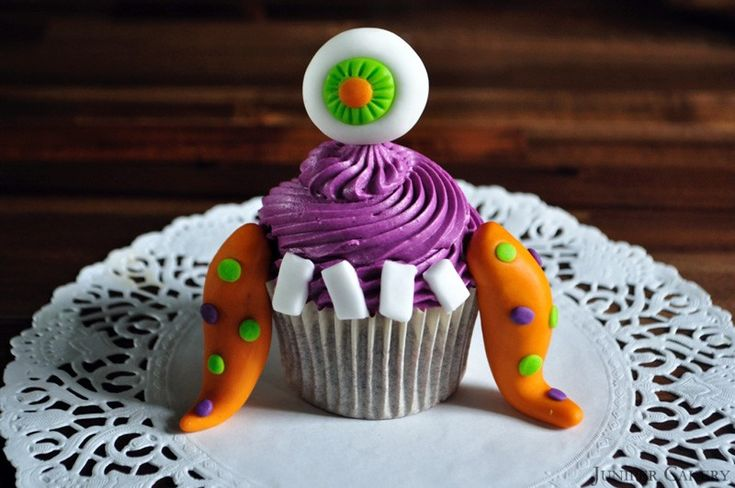 Etiquetas Creativas Para Cuadernos besides Spongebob Squarepants Patrick Starfish Real Life Art also Krümelmonster 81077 additionally Monster Truck Rally furthermore How To Throw A Monster Party Free Printable Invites And Food Labels. on monster cupcakes