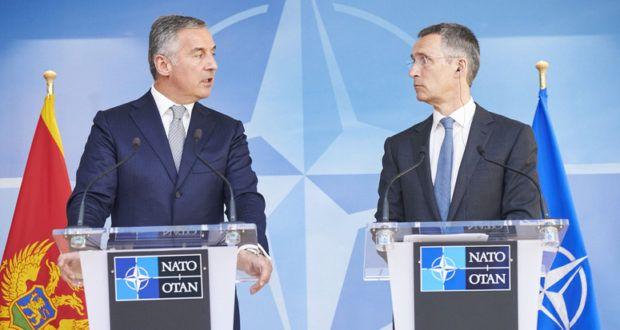 """Aktuell kommen sich Russland und die NATO-Länder am Balkan sehr nahe. Während die NATO mit weiteren Partnern in Montenegro übt, starten Russland, Belarus und Serbien ein gemeinsames Manöver mit dem Titel """"Slawische Brüderlichkeit"""". Im Kosovo kamen sich NATO und Russland schon einmal gefährlich nahe."""