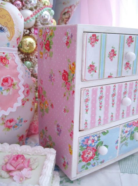 DIY:: Shabby Trinket Box (simply covered in scrap paper) Tutorial -- great idea for using vintage wallpaper, even more Shabby chic!