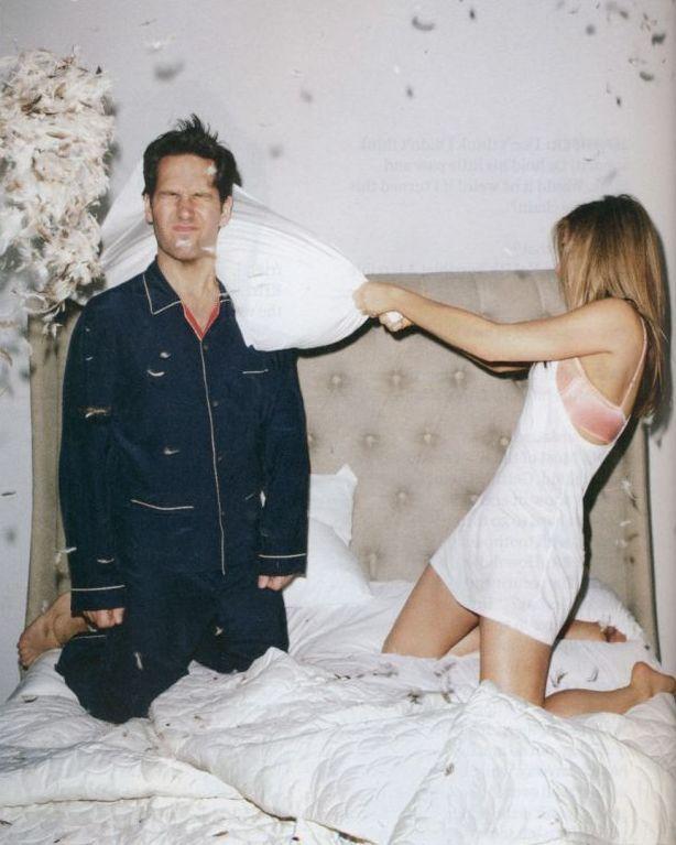 Jen and Paul #pillowfight: Pillowfight, Aniston Jenniferaniston, Pillows Fight, Jennifer Aniston, Paul Rudd, Jenniferaniston Paul, Doce Paul, Jennifer'S Aniston, Paulrudd