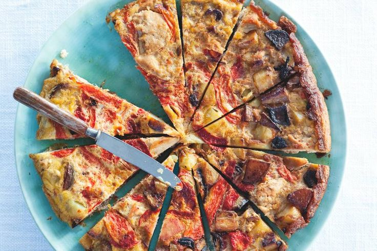 2 september - Rode paprika in de bonus - Een tortilla is Spaans, kruidig en erg licht. Samen met een groene salade is het een zomers lunchgerecht - Recept - Allerhande