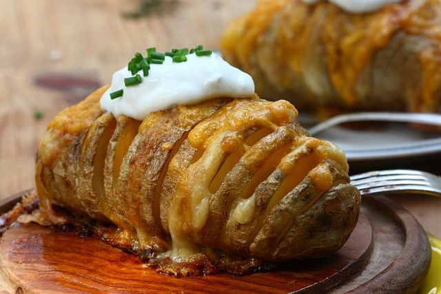 potato, cheese, potato, butter, potato...: Hasselback Potatoes, Side Dishes, Scallops Potatoes, Baking Potatoes, Food, Scallops Hasselback, Cooking, Yummy, Savory Recipe